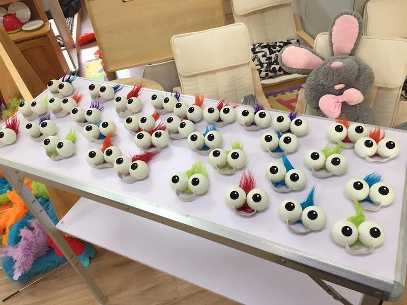 Puppet Show - Kids Parties - Larrikin Puppets - Brisbane - Hand Eyes